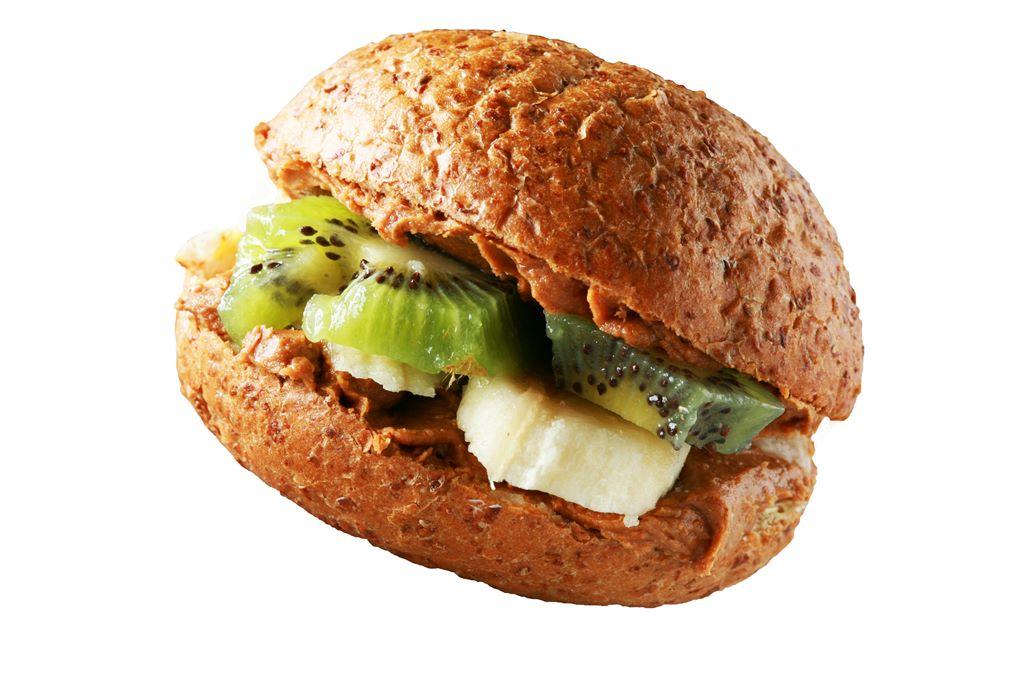 Kanapka z masłem orzechowym, bananem i kiwi