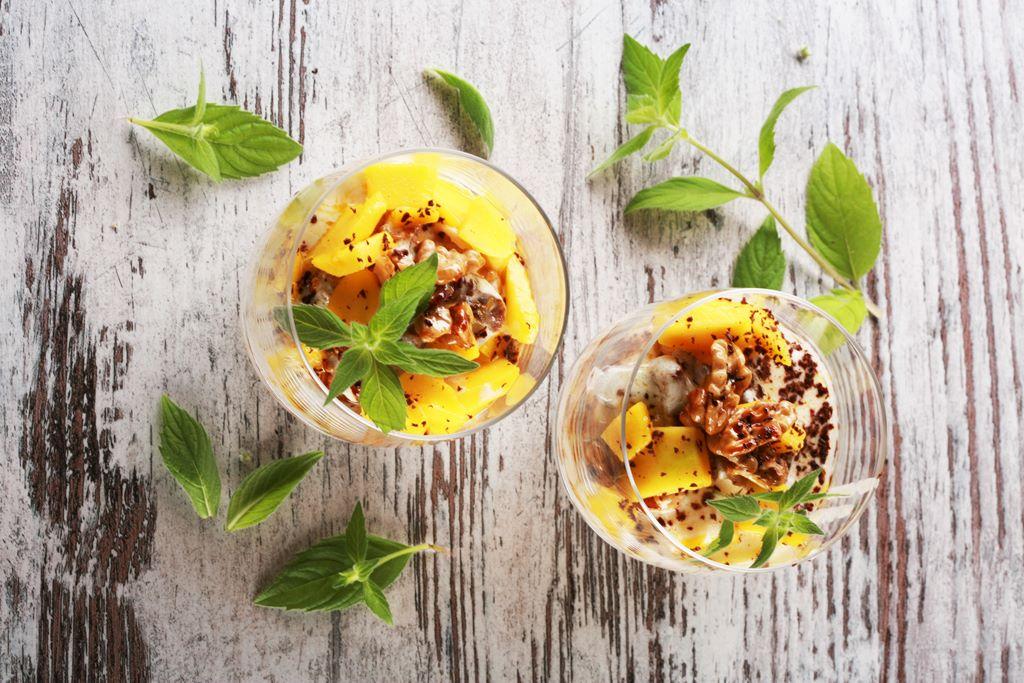 Jogurtowe tiramisu z suszonymi figami i mango