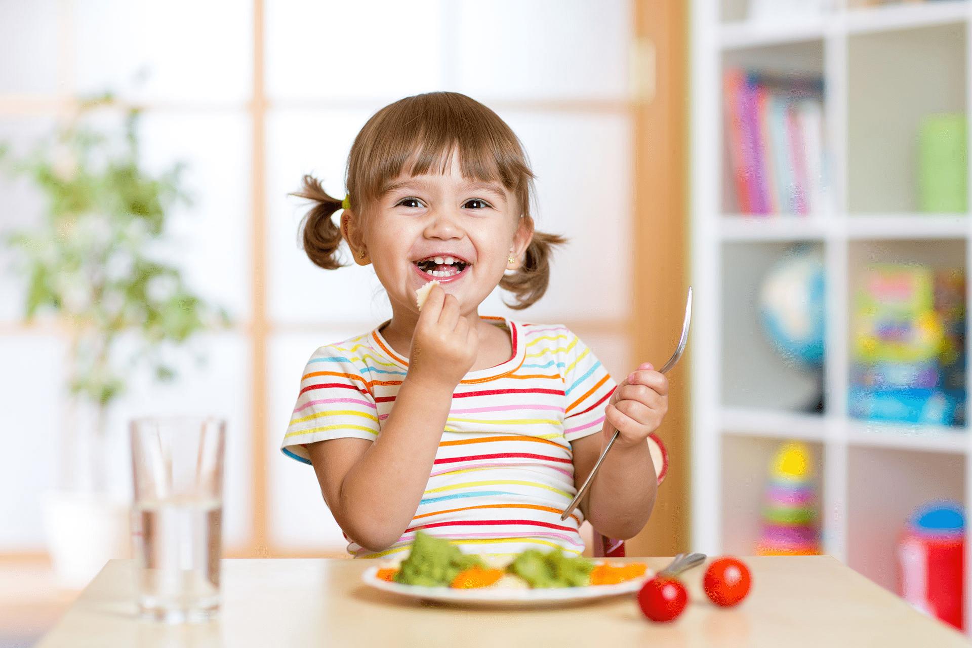 7 skutecznych sposobów na przekonanie dziecka do zdrowego odżywiania