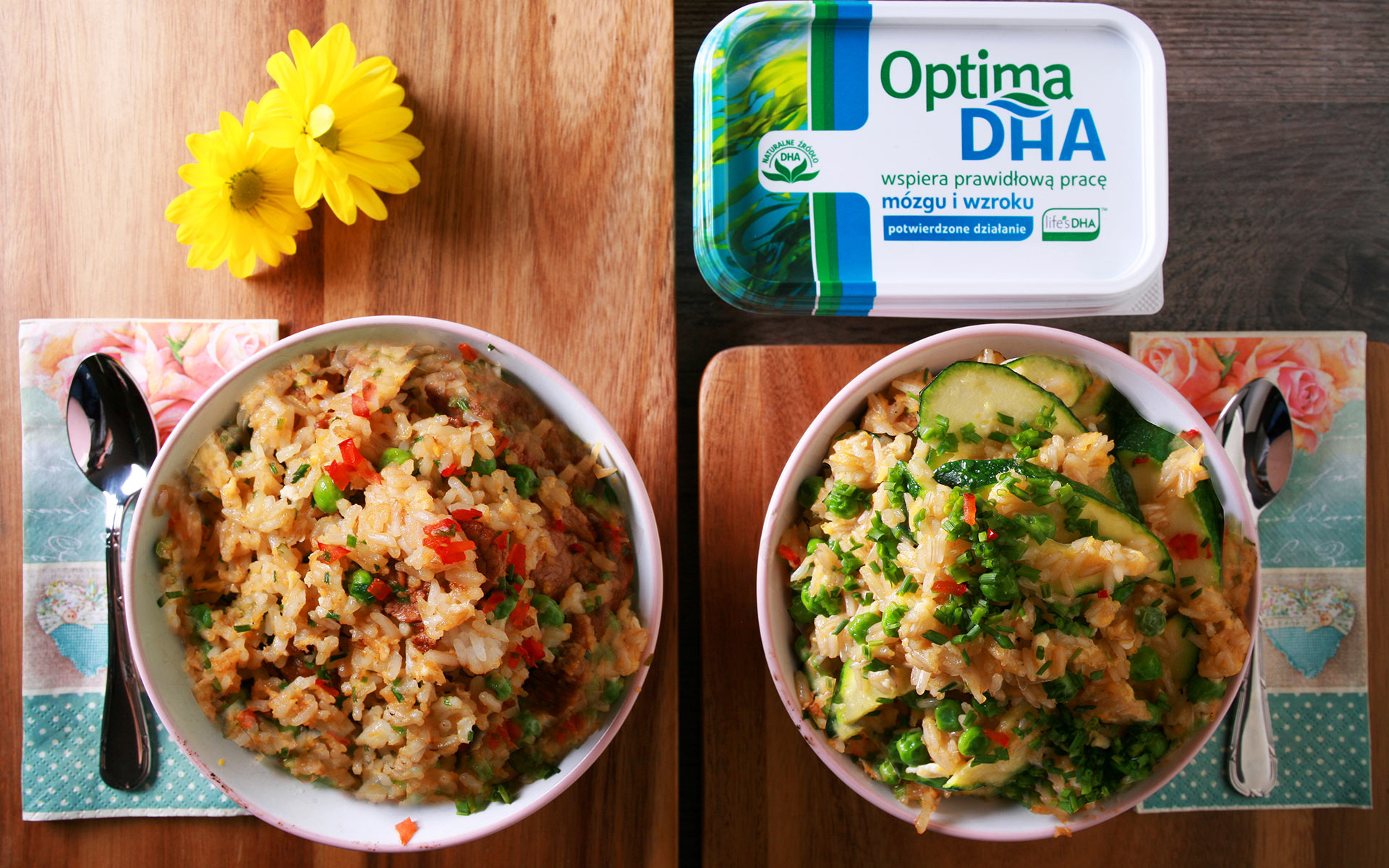 Brązowy ryż z cukinią, zielonym groszkiem, szpinakiem i jajkiem vs. Biały ryż smażony z wieprzowiną, groszkiem i prażoną cebulką