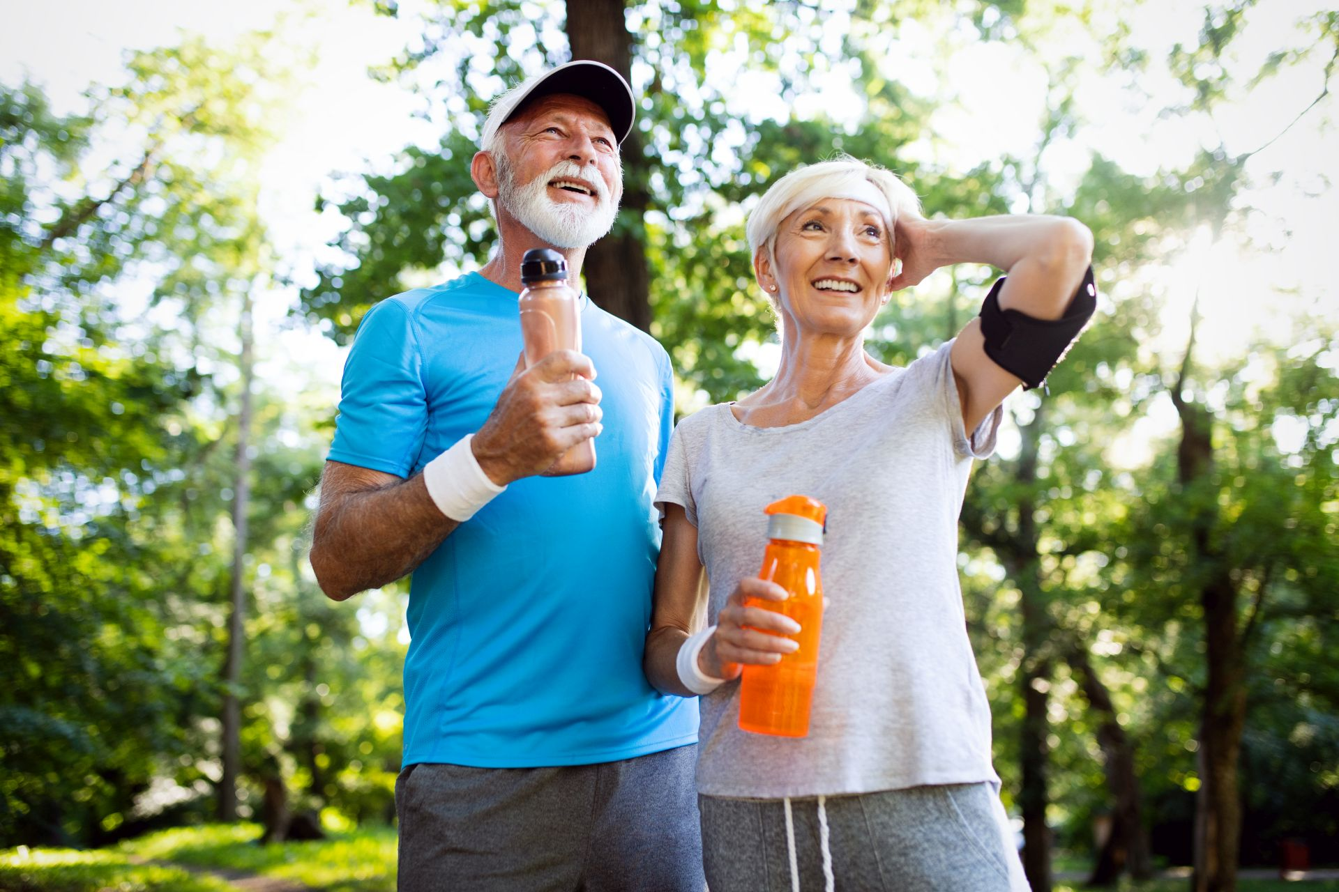 Chcesz pozostać w formie przez całe życie? Kluczem do zdrowego stylu życia jest umiarkowana aktywność fizyczna i dieta osób starszych oparta na pełnowartościowych składnikach - masz podwyższony cholesterol? Wprowadź do diety sterole roślinne i potas, który obniża ciśnienie.