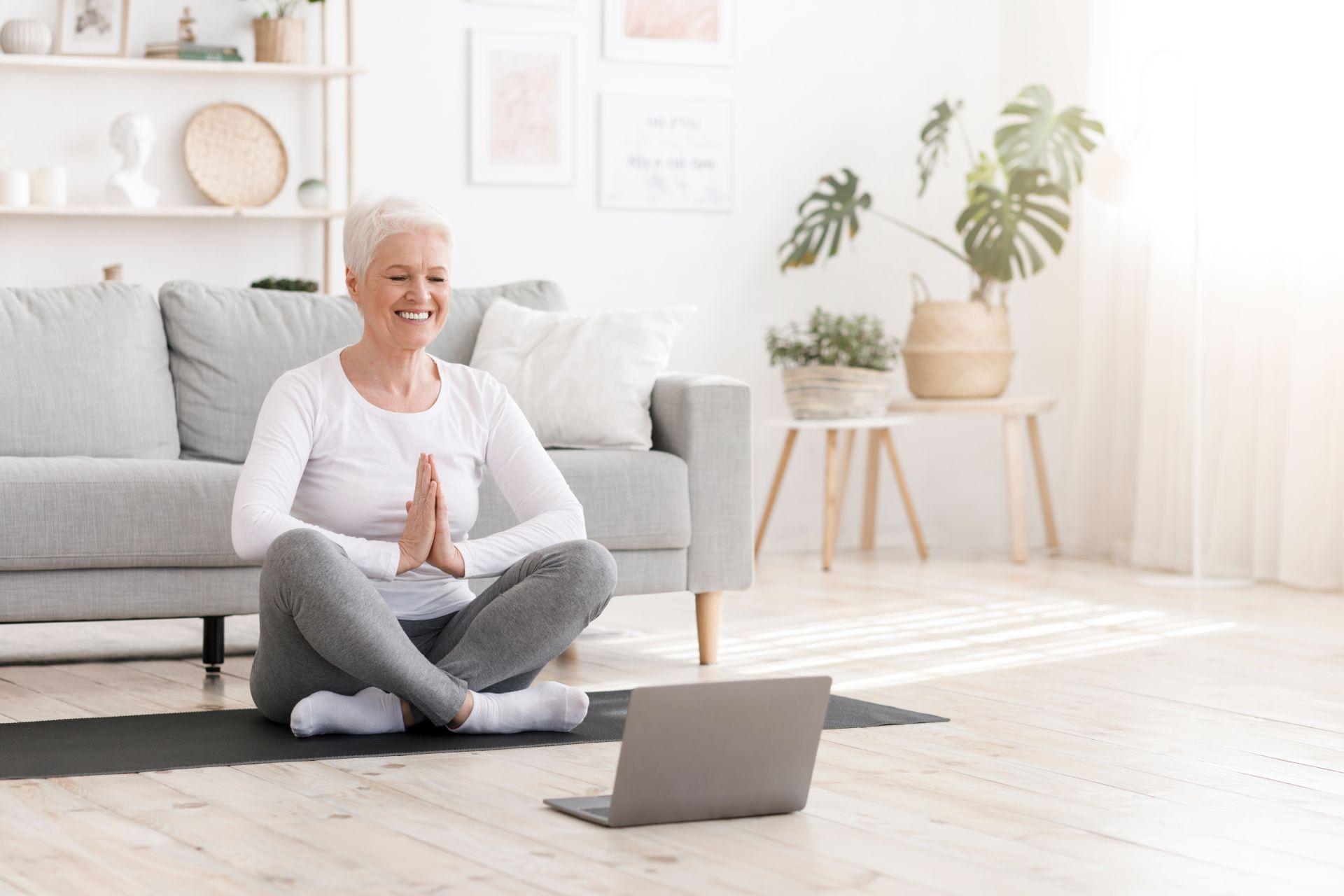 Ćwiczenia dla osób starszych - zachowaj dobrą formę fizyczną jako aktywny senior, nawet podczas kwarantanny w czasie pandemii - połącz ruch ze zdrową, zbilansowaną dietą bogatą w wartościowe składniki odżywcze.