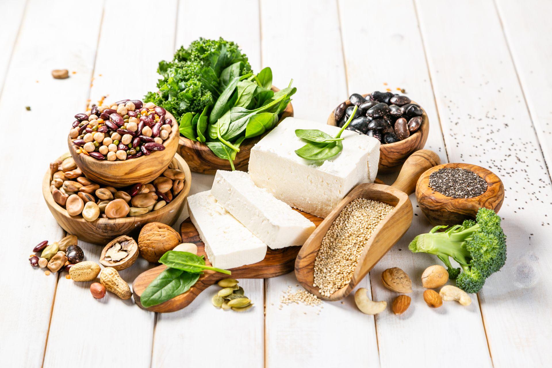 Białko w diecie wegańskiej i wegetariańskiej - jakie produkty wybierać?
