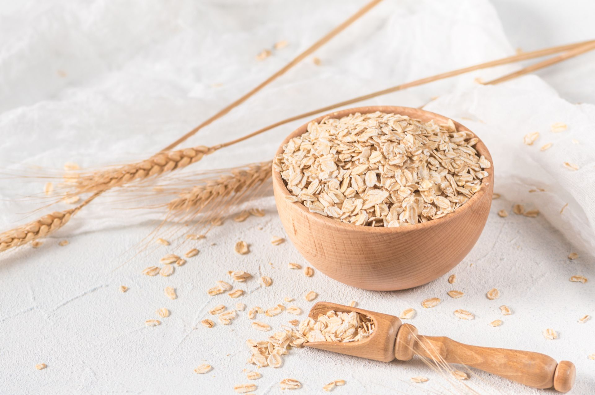 Owsianka - dieta bogata w błonnik i produkty pełnoziarniste wspiera profilaktykę obniżania cholesterolu i pracy serca.