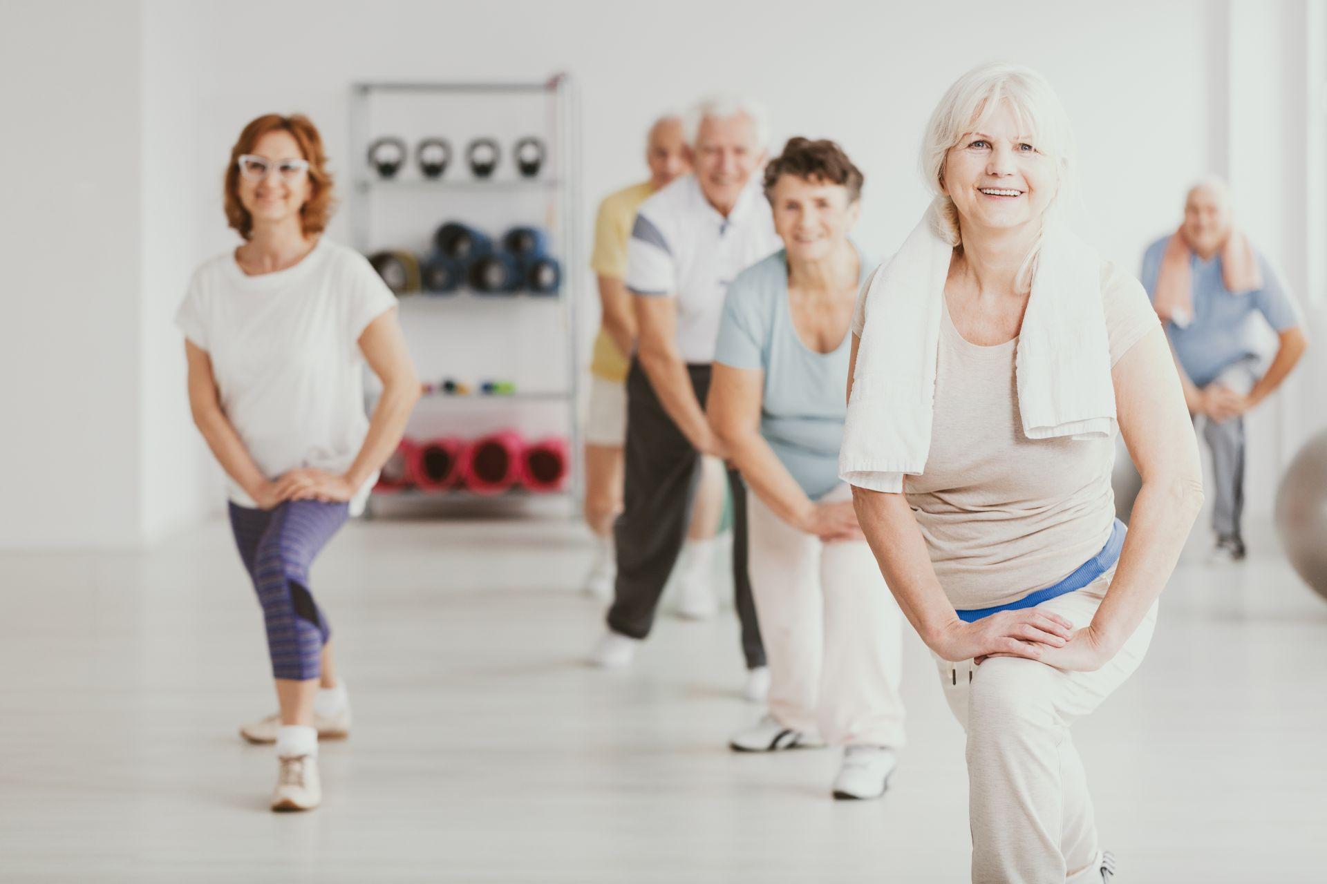 Umiarkowana aktywność fizyczna - jakie korzyści zdrowotne przynoszą ćwiczenia dla początkujących bez kondycji i zdrowa, zbilansowana dieta?