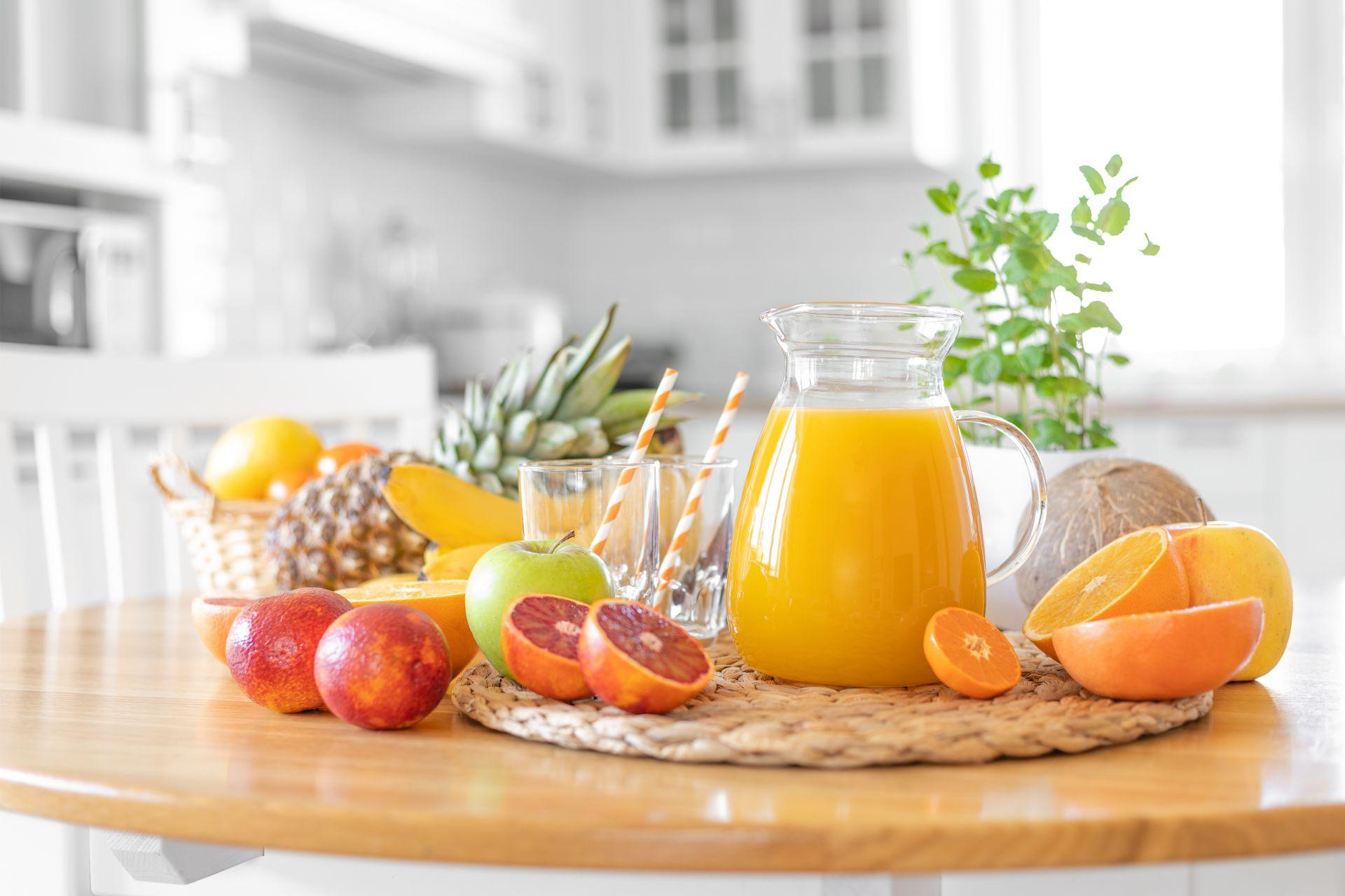 Zadbaj o zdrowe przekąski i łatwy dostęp dla wszystkich domowników - dieta dla dzieci i nastolatków powinna opierać się na wdrażaniu zdrowych nawyków stopniowo.