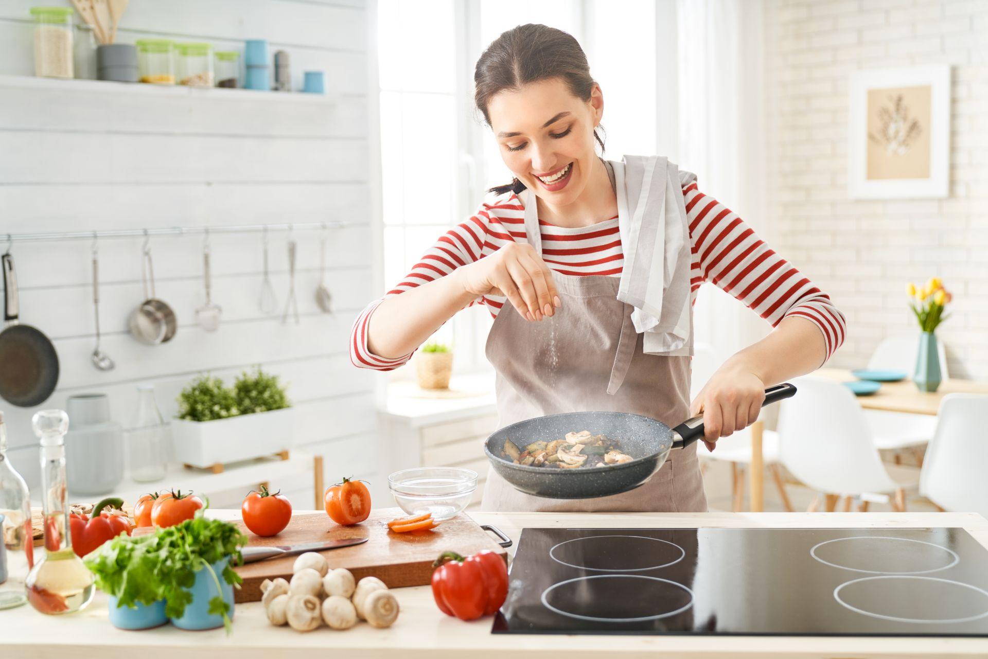 Jak powinna wyglądać dieta obniżająca cholesterol i jakie produkty obniżają cholesterol? Sprawdź moc steroli roślinnych, które są najlepiej przebadanym składnikiem skutecznie obniżającym poziom złego cholesterolu.