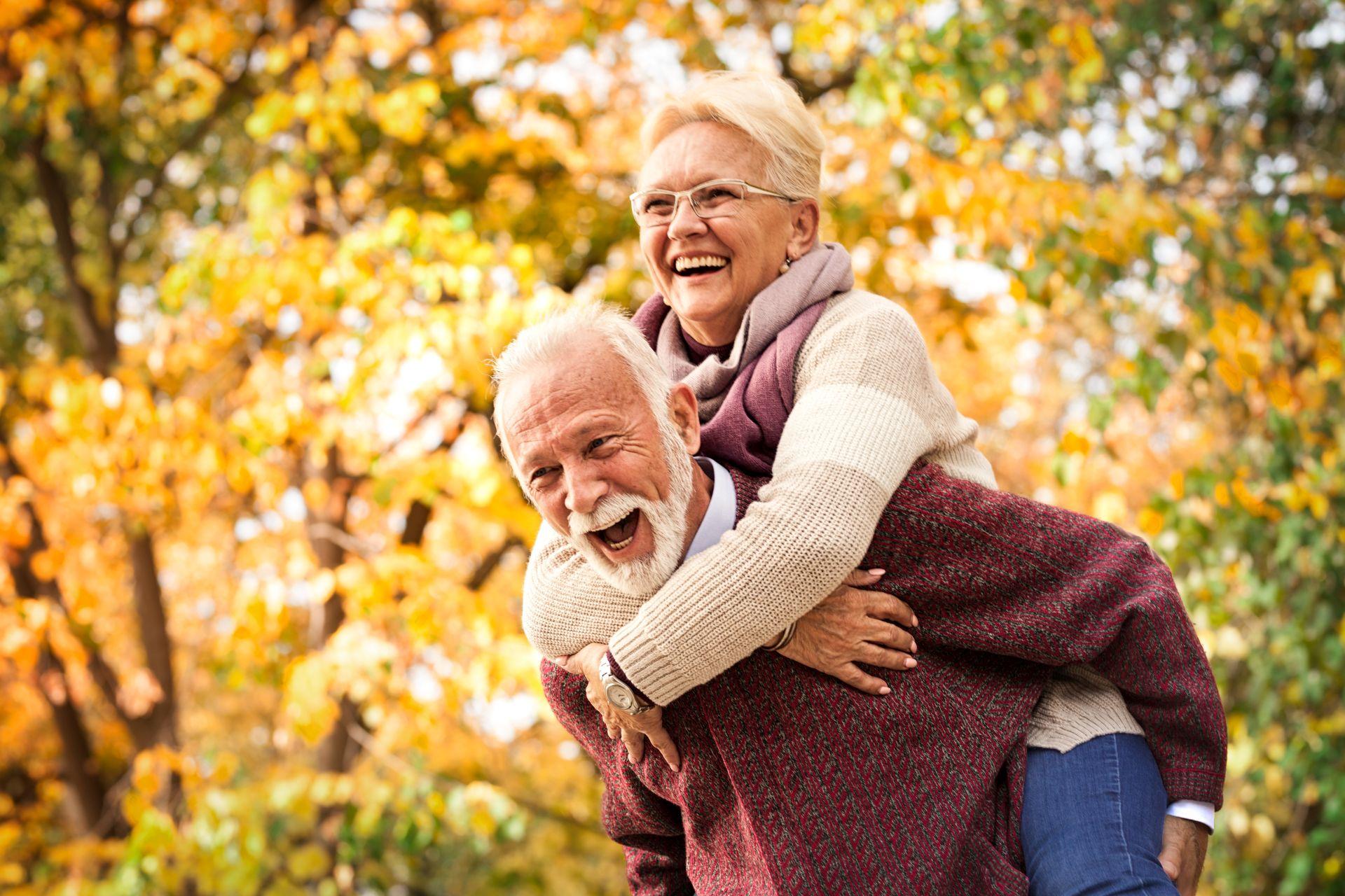 Pozostań w formie przez całe życie - dieta osób starszych powinna zawierać zdrowe tłuszcze, sterole roślinne obniżające cholesterol, kwasy Omega i potas, który obniża ciśnienie. Sprawdź jadłospis dla seniora!