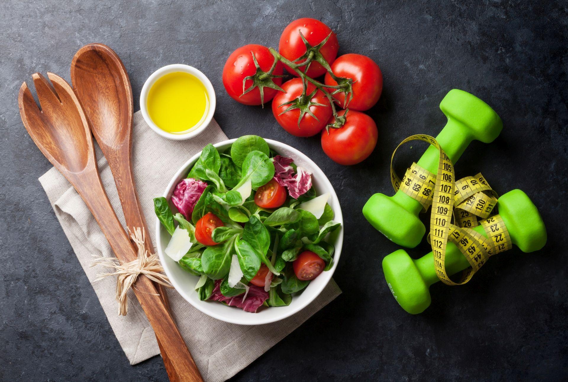 Dieta przy insulinooporności powinna opierać się na niskim indeksie glikemicznym i redukcji masy ciała w przypadku otyłości.