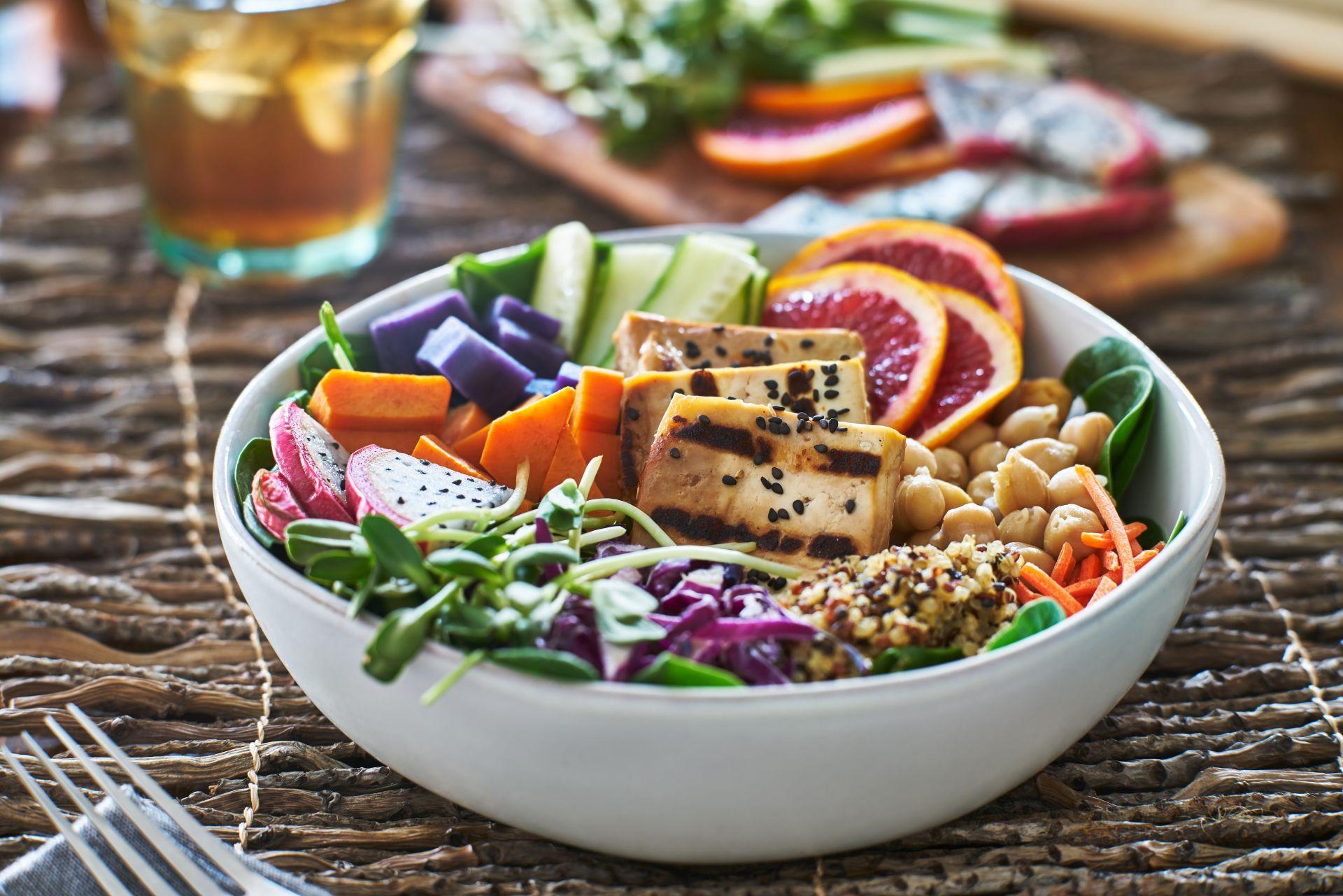 Jak dostarczać białko w diecie wegetariańskiej i wegańskiej?