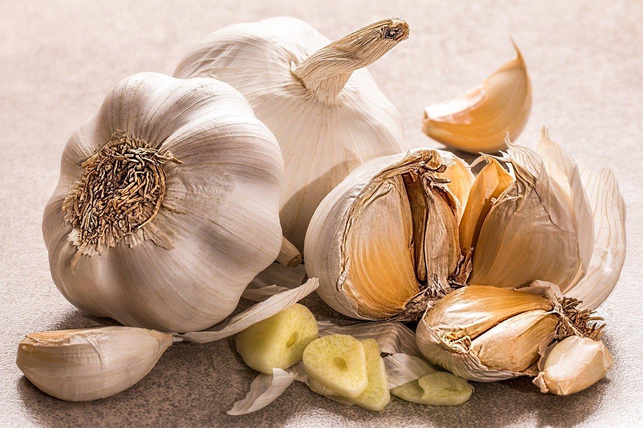 Czy czosnek pomaga obniżyć cholesterol?