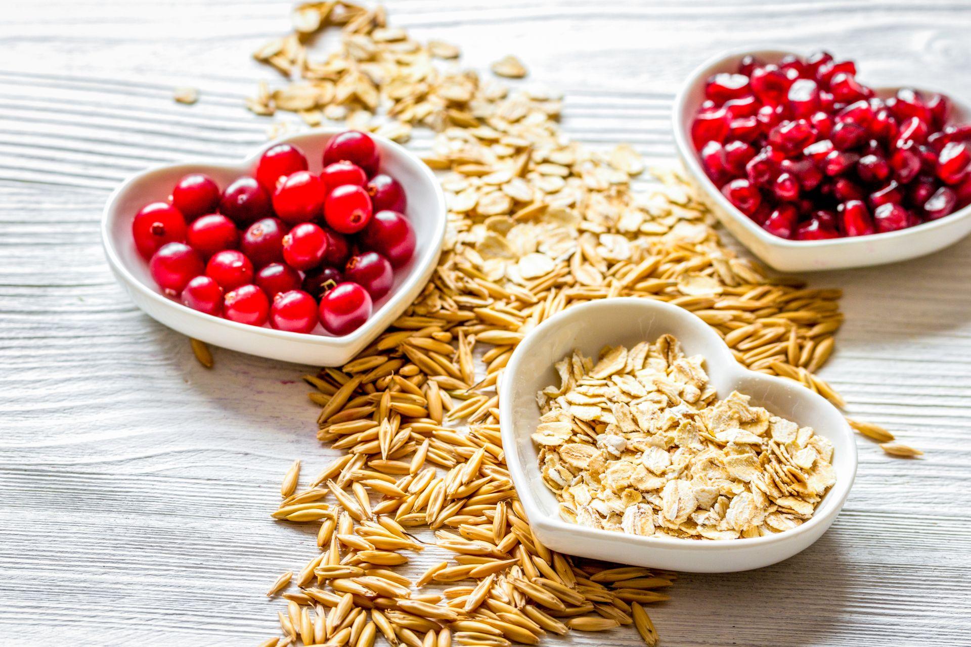 Dieta przy hipercholesterolemii bogata w sterole roślinne, błonnik, kolorowe warzywa i owoce, potas i witaminy.