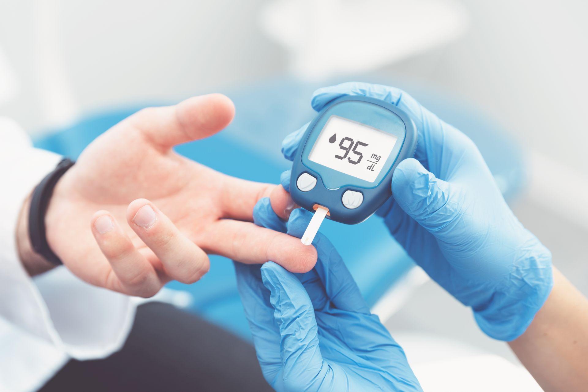 Dieta o niskim indeksie glikemicznym - jakie produkty wybierać, aby niwelować ryzyko wzrostu glukozy we krwi? Wysoki indeks glikemiczny może powodować wahania poziomu cukru we krwi, prowadzić do otyłości, cukrzycy typu 2 i chorób.