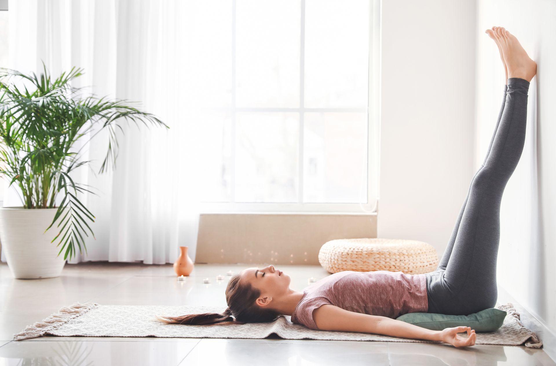 Sposoby walki ze stresem - joga wpływa na prawidłową pracę serca, obniża cholesterol i ciśnienie krwi.