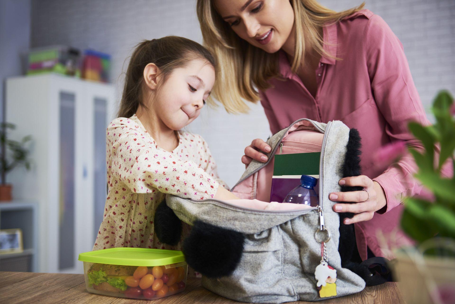 Lunch do szkoły dla dziecka powinien być zbilansowany i pożywny, aby pozytywnie wpływał na rozwój intelektualny, koncentrację i skupienie w trakcie nauki. Produkty z kwasem DHA i EPA, kwasami omega-3 są niezbędne w menu dla ucznia.