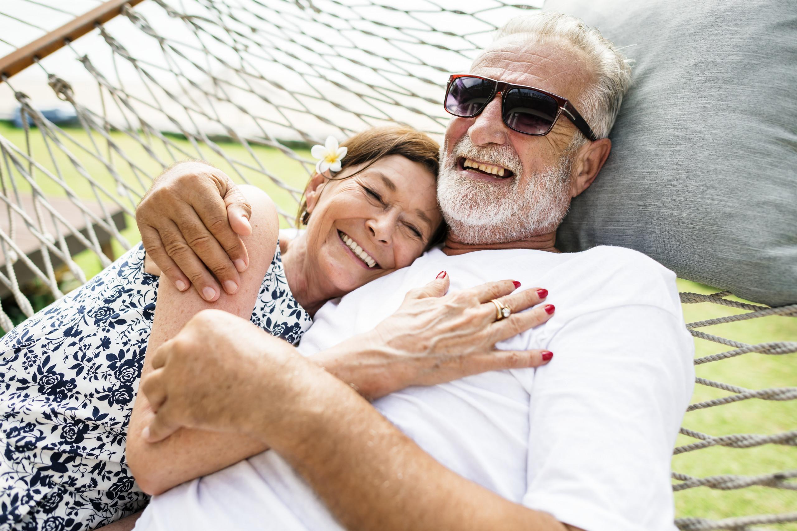 Ciesz się zdrowiem po sześćdziesiątce i kochaj całym sercem! Zadbaj o bliskich i siebie - wykonaj badania kontrolne, wprowadź dietę dla seniora bogatą w sterole roślinne obniżające wysoki cholesterol.