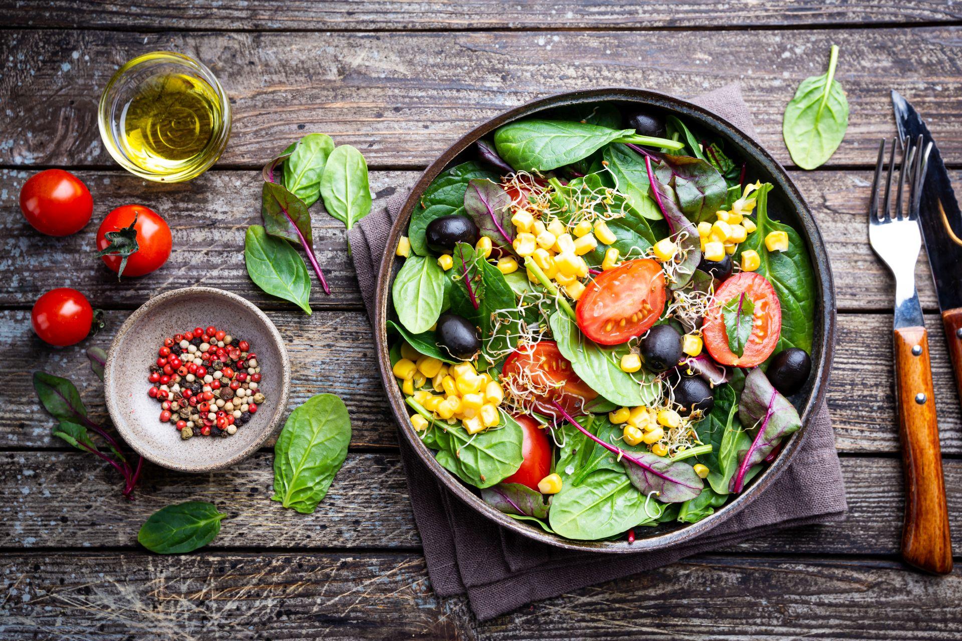Nawyki żywieniowe i styl życia – przyczyny wysokiego poziomu cholesterolu - wdrażaj sterole roślinne do diety, które obniżają cholesterol.