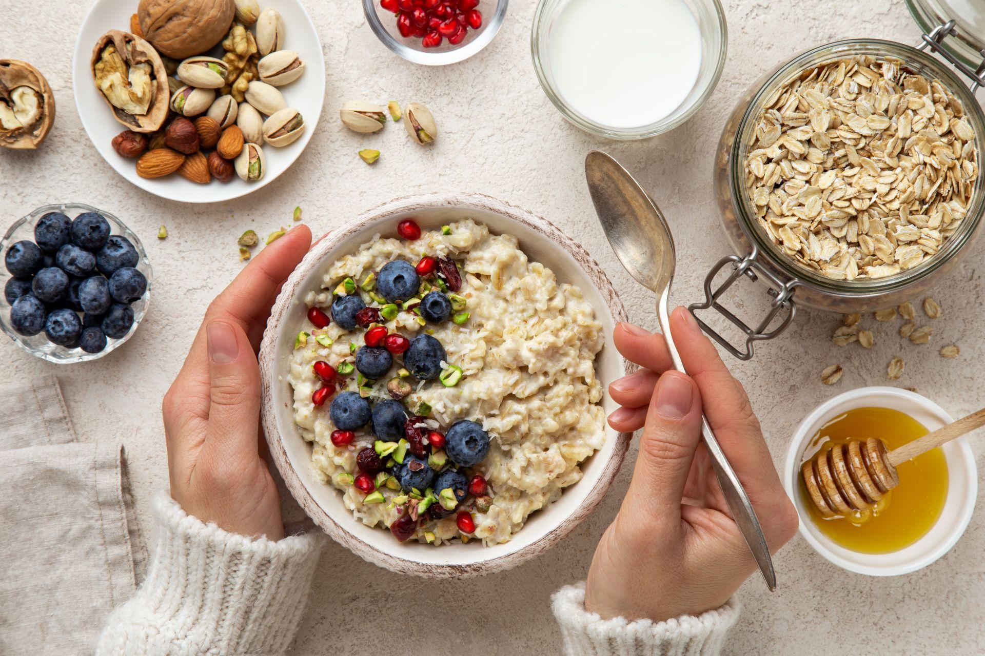 Dieta bogata w błonnik - owsianka wspomaga profilaktykę obniżania cholesterolu i pracy serca