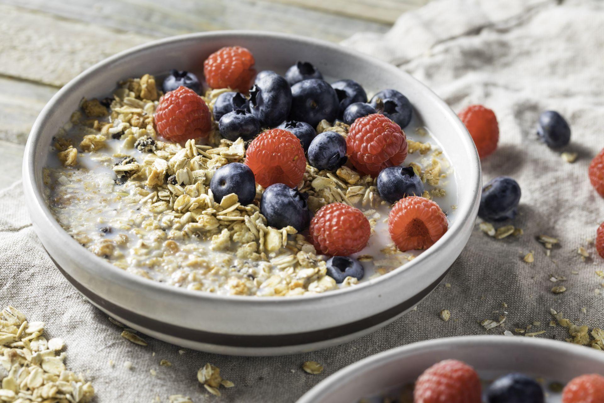 Owsianka - dieta dla serca bogata w błonnik i sterole roślinne wspomaga profilaktykę obniżania cholesterolu, pracy serca i układu krążenia oraz obniżania ciśnienia we krwi.