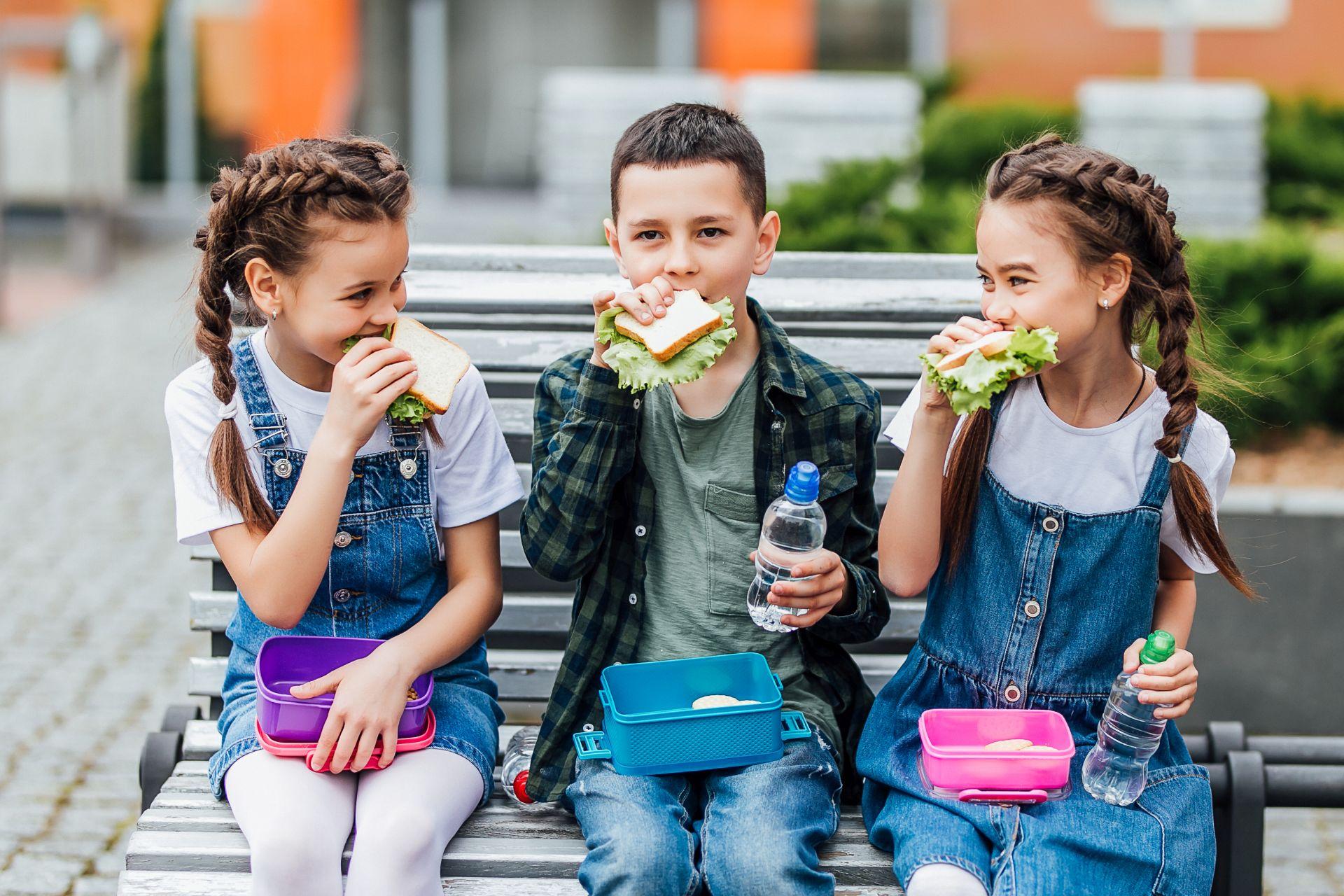 Lunch do szkoły - jakie produkty przygotować w diecie dla ucznia, aby wzmacniać odporność dziecka i rozwój intelektualny?