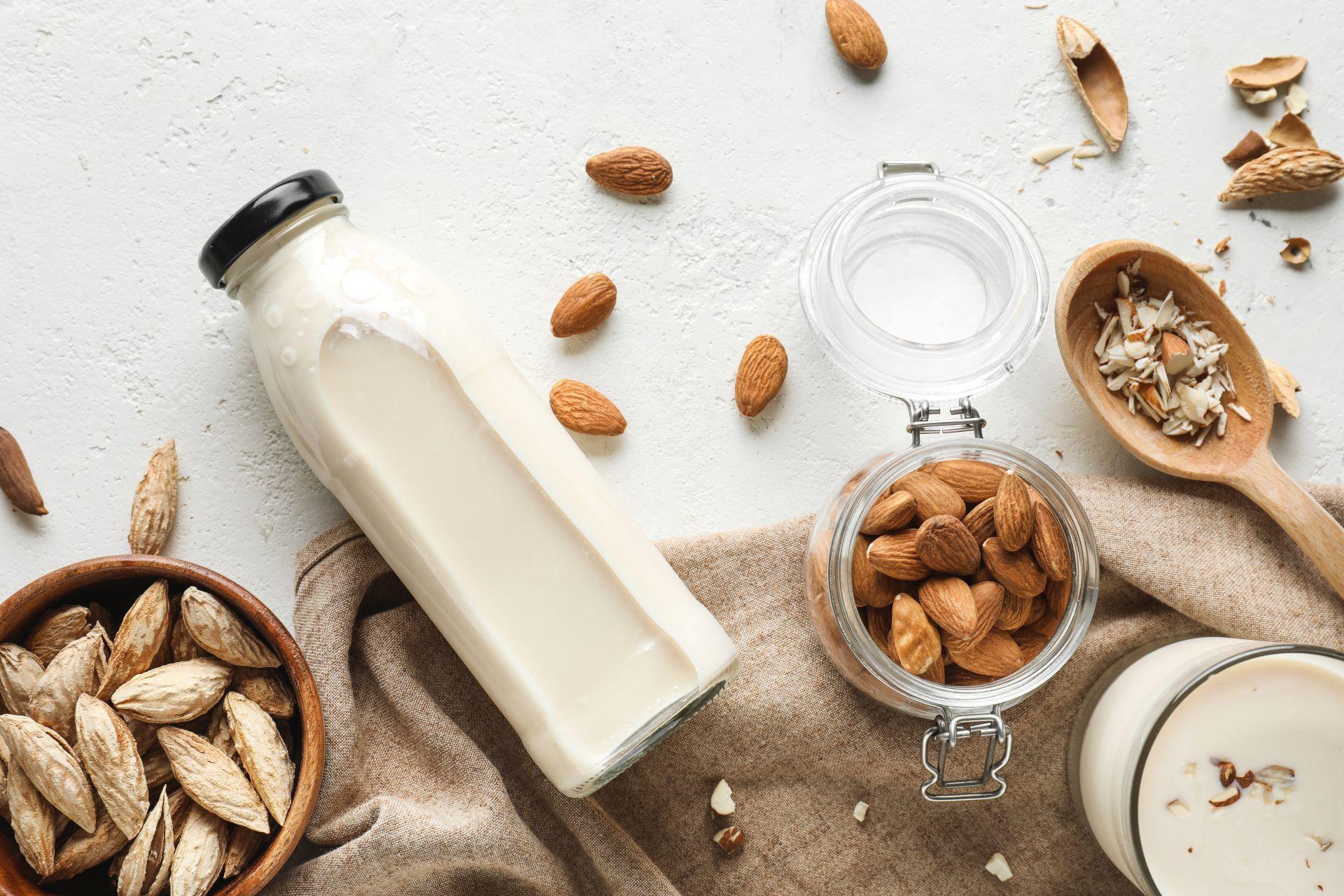 Produkty bez laktozy, roślinne źródła wapnia, zdrowe tłuszcze i dieta eliminacyjna mogą łagodzić objawy nietolerancji laktozy lub uczulenia na nabiał