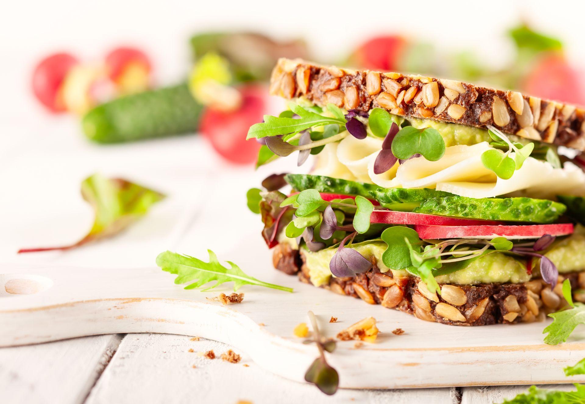 Jeśli profil lipidowy jest zaburzony, a normy cholesterolu LDL przekroczone, warto wdrożyć dietę na obniżenie cholesterolu. Jakie składniki wybrać? Sterole roślinne to najprostszy i najskuteczniejszy sposób.