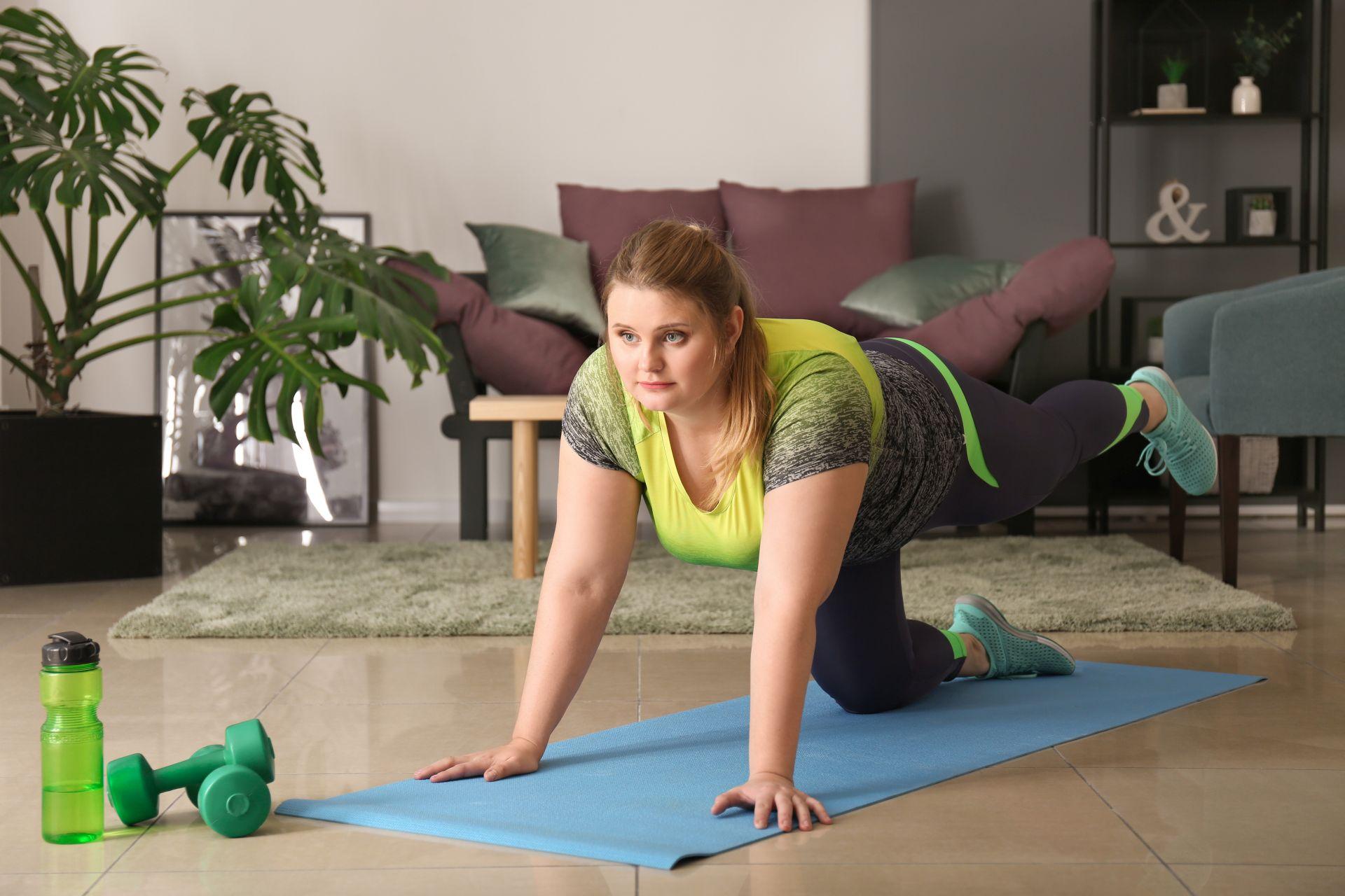 Przyczyny insulinooporności - otyłość i wysokokaloryczna dieta przyczyniają się do obniżenia wrażliwości tkanek na insulinę.