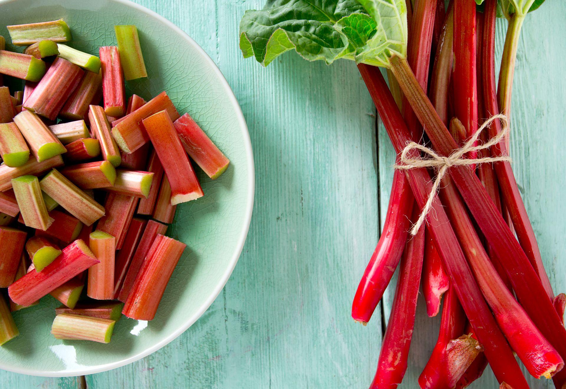 Sezon na rabarbar - przepisy z warzywem bogatym w witaminę A