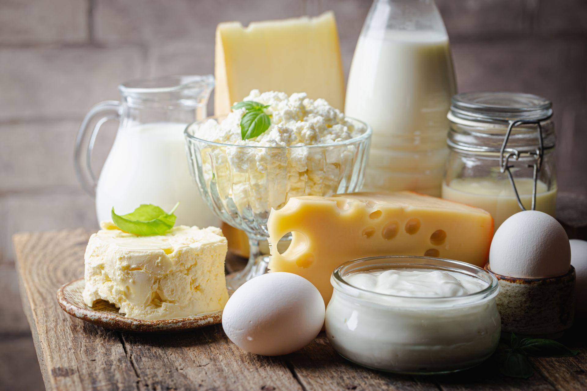Alergia na mleko krowie i jego przetwory oraz nietolerancja laktozy to dwie różne dolegliwości - stosuj dietę bogatą w roślinne źródło wapnia i zdrowe tłuszcze, aby łagodzić objawy.