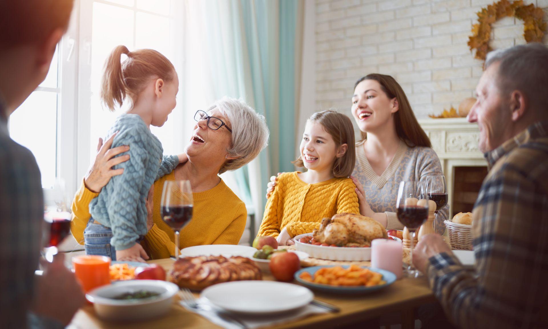 Zasady zdrowego stylu życia oparte są na piramidzie żywieniowej i aktywności fizycznej. Jakie inne zasady powinieneś wdrożyć, aby cieszyć się zdrowiem przez wiele lat?