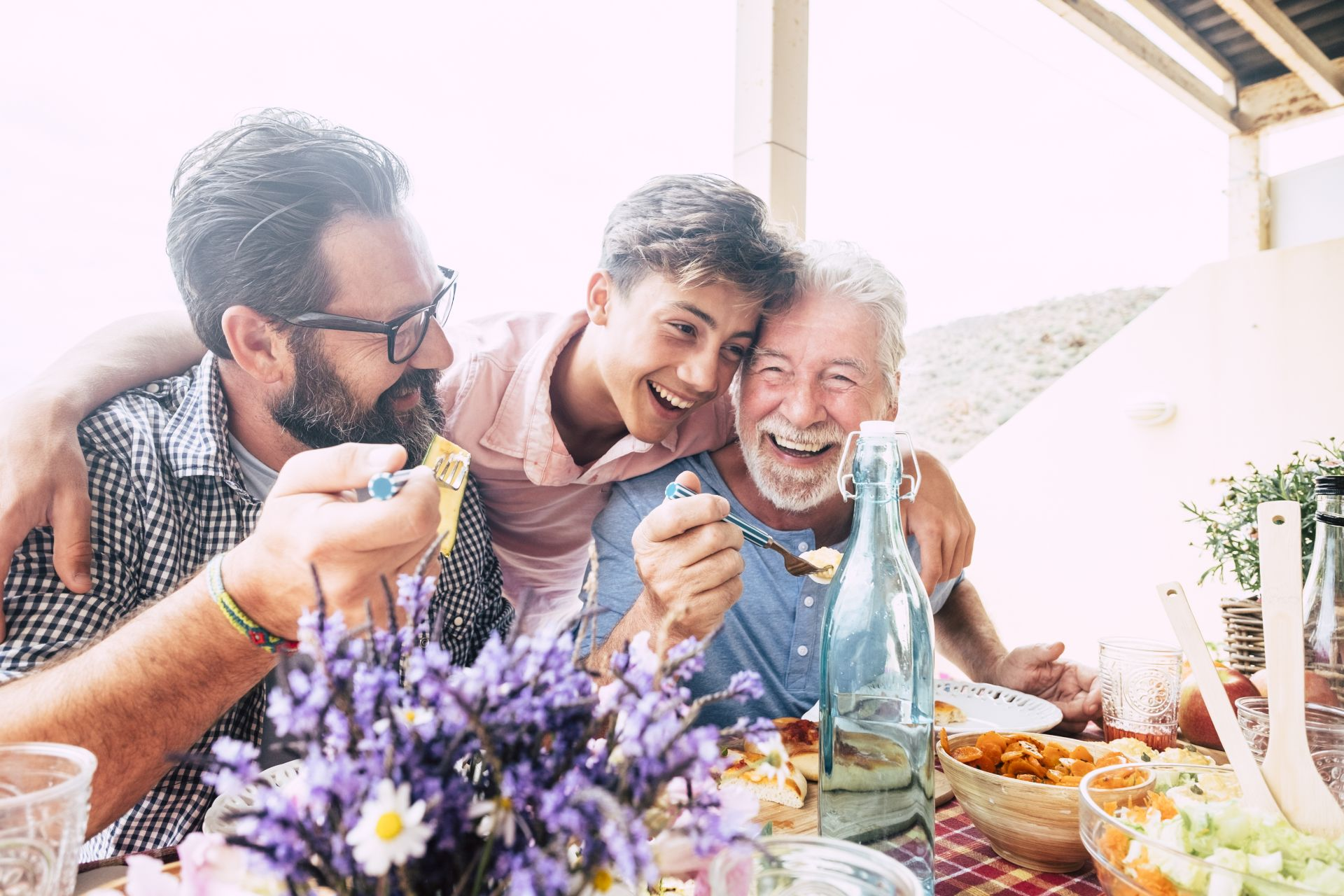 Poznaj podstawowe zasady zdrowego stylu życia w drodze po długowieczność! Regularne badania, umiarkowana aktywność fizyczna, zbilansowana dieta bogata w zdrowe tłuszcze oraz postępowanie zgodnie z piramidą żywieniową to przepis na zdrowie przez wiele lat.