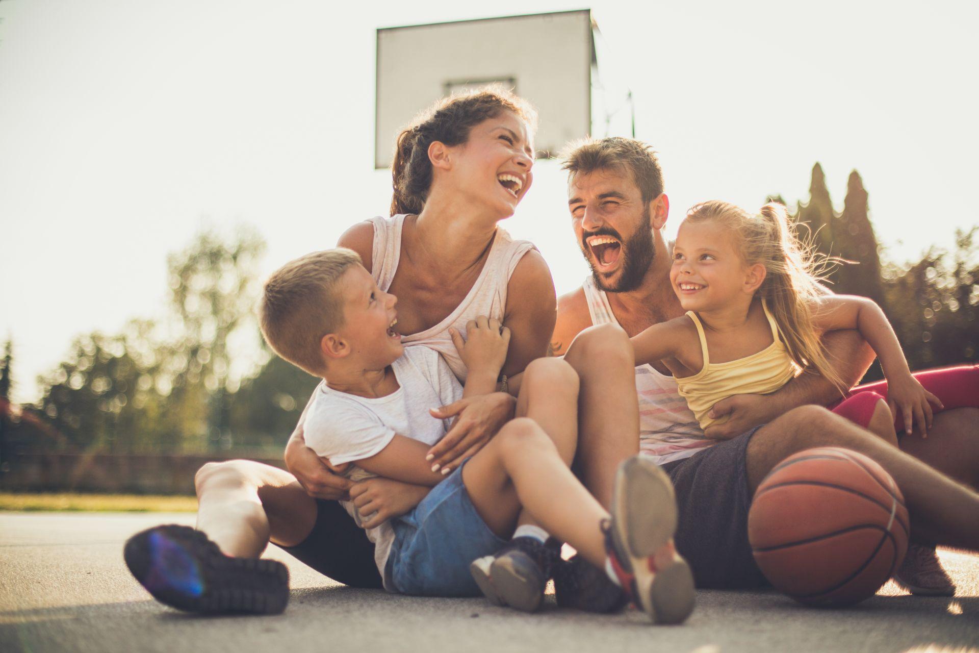Zdrowe nawyki wdrażaj wspólnie z całą rodziną - dieta dla dzieci i rodzinna aktywność fizyczna to pierwszy krok w kierunku ochrony dziecka przed otyłością.